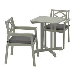 BONDHOLMEN - Table+2 chairs w armrests, outdoor, grey stained/Frösön/Duvholmen dark grey