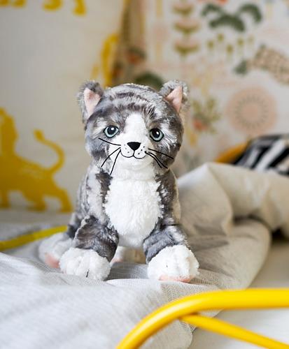 LILLEPLUTT - soft toy, cat grey/white   IKEA Indonesia - PH161244_S4