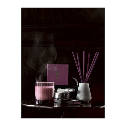 NJUTNING lilin beraroma dalam gelas
