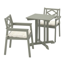 BONDHOLMEN - Table+2 chairs w armrests, outdoor, grey stained/Kuddarna beige