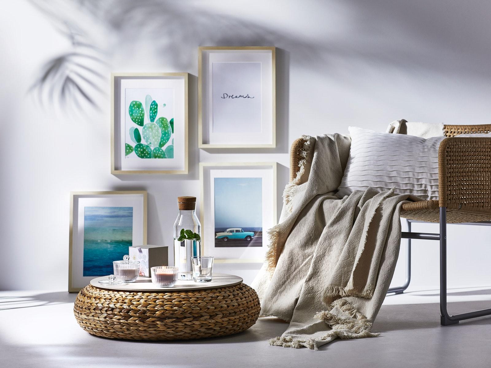 berbagai furniture bantal