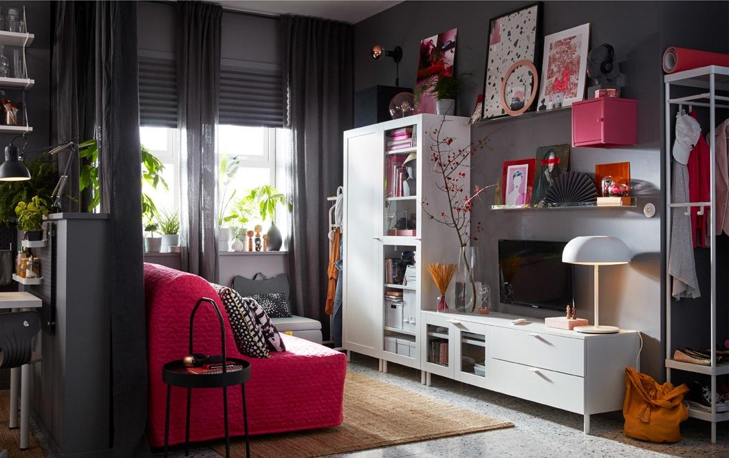 Kombinasi penyimpanan IKEA PLATSA adalah unit modular yang dapat diatur dengan berbagai cara untuk menyesuaikan dengan ruangan Anda.