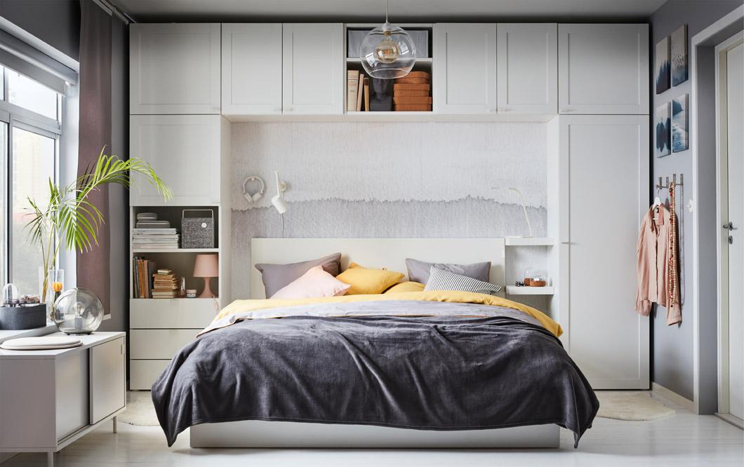 Seri lemari IKEA PLATSA menyediakan banyak penyimpanan. Gunakan sebagai lemari untuk pakaian dan masih banyak lagi. Unit perabot dengan bentuk yang berbeda-beda membantu Anda membangun sebuah unit yang lebih besar di rumah.