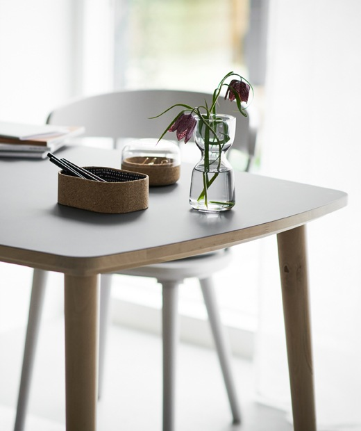 The IKEA OMTÄNKSAM table, winner of a 2019 Red Dot Award for product design