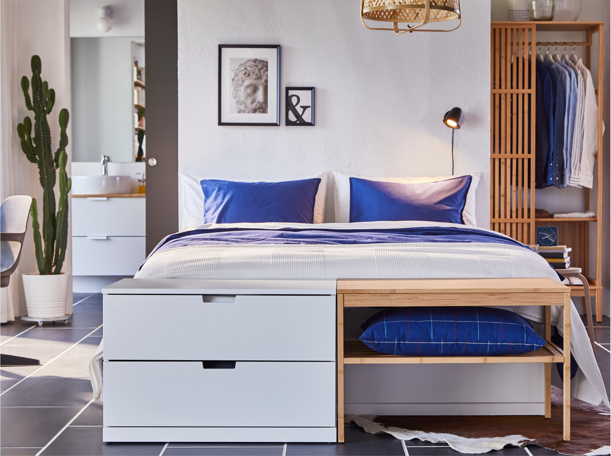 Bed with NORDLI chest of drawers and NORDKISA bench by the foot end. They have the same height and create a streamlined look.