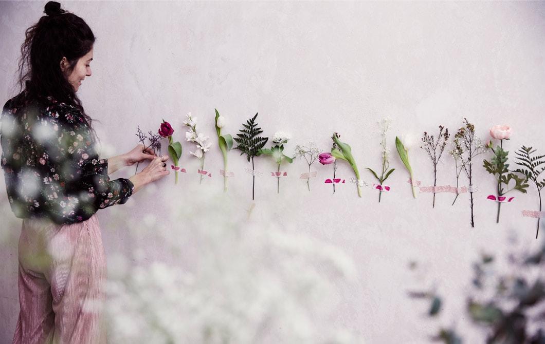 Bunga tiruan alternatif dekorasi dinding kamar pecinta alam