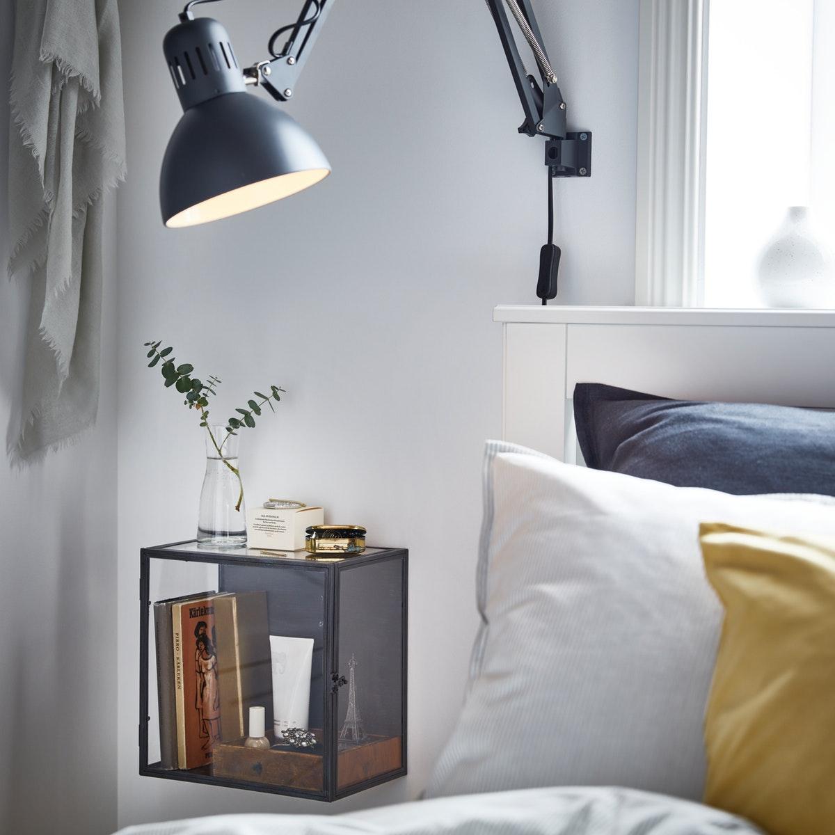kotak display sebagai dekorasi dinding kamar multifungsi
