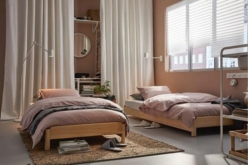 Sofa di siang hari dan ranjang di malam hari