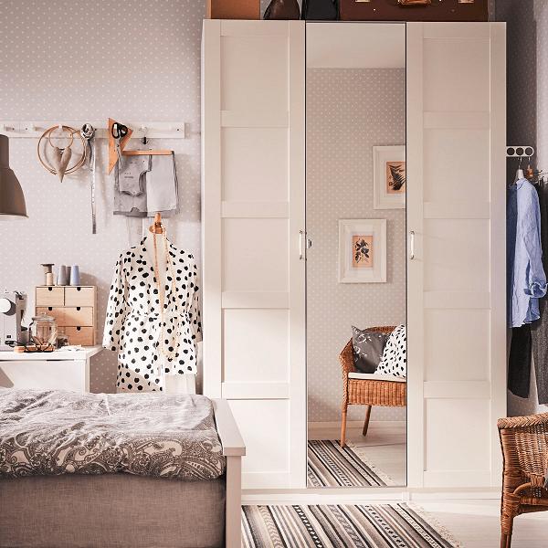 Pintu lemari pakaian dengan cermin