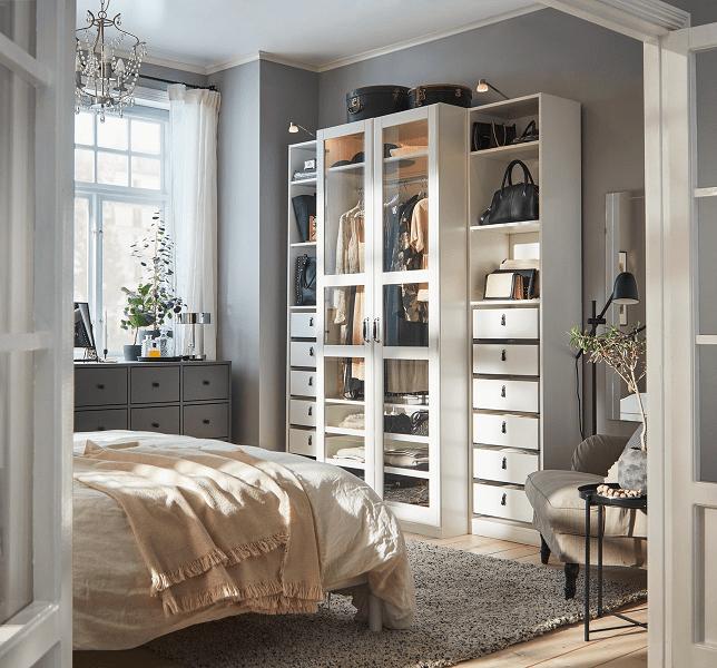 Pintu lemari pakaian dengan penutup kaca