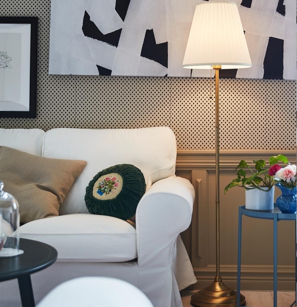 Sesuaikan model lampu hias dengan tema desain ruang tamu