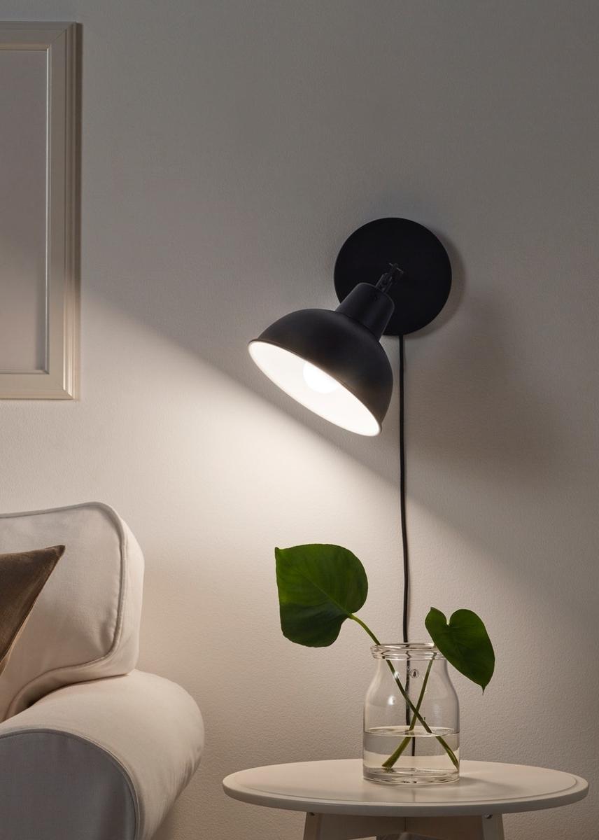 Sesuaikan ukuran lampu hias dengan ukuran ruang tamu