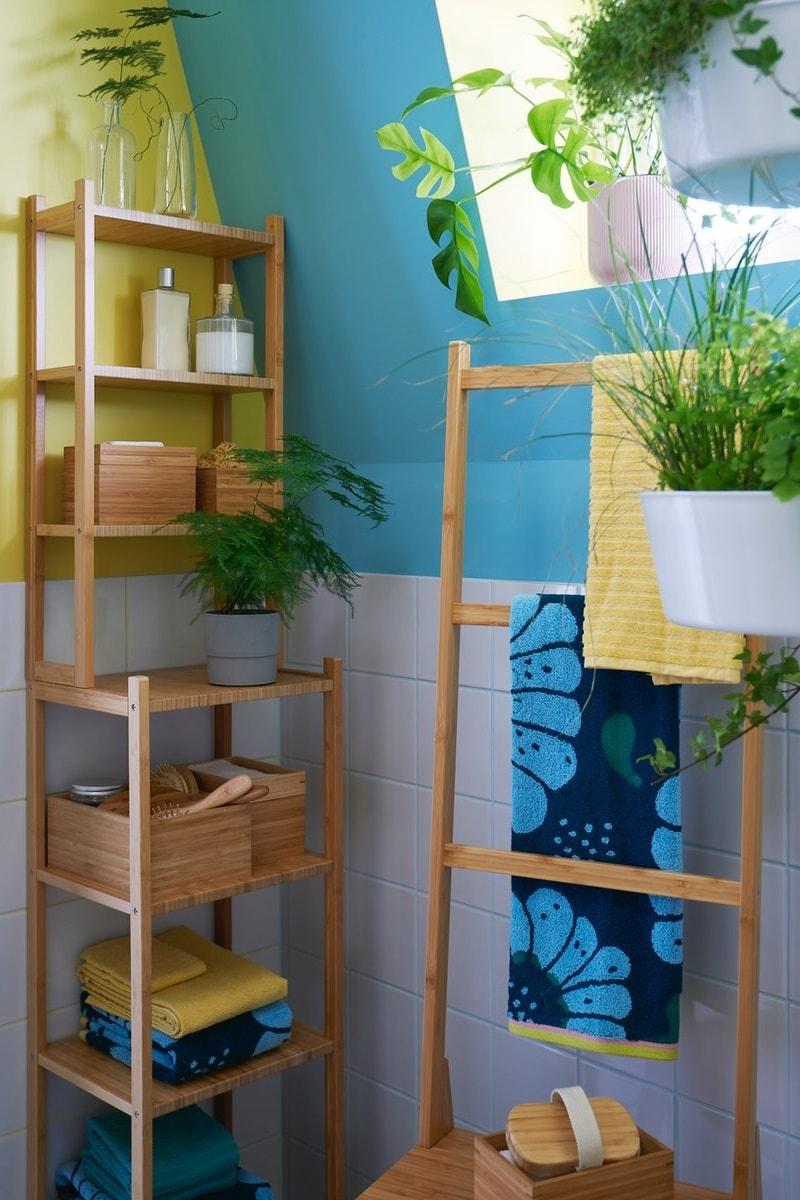 Kamar mandi dengan perabot bambu