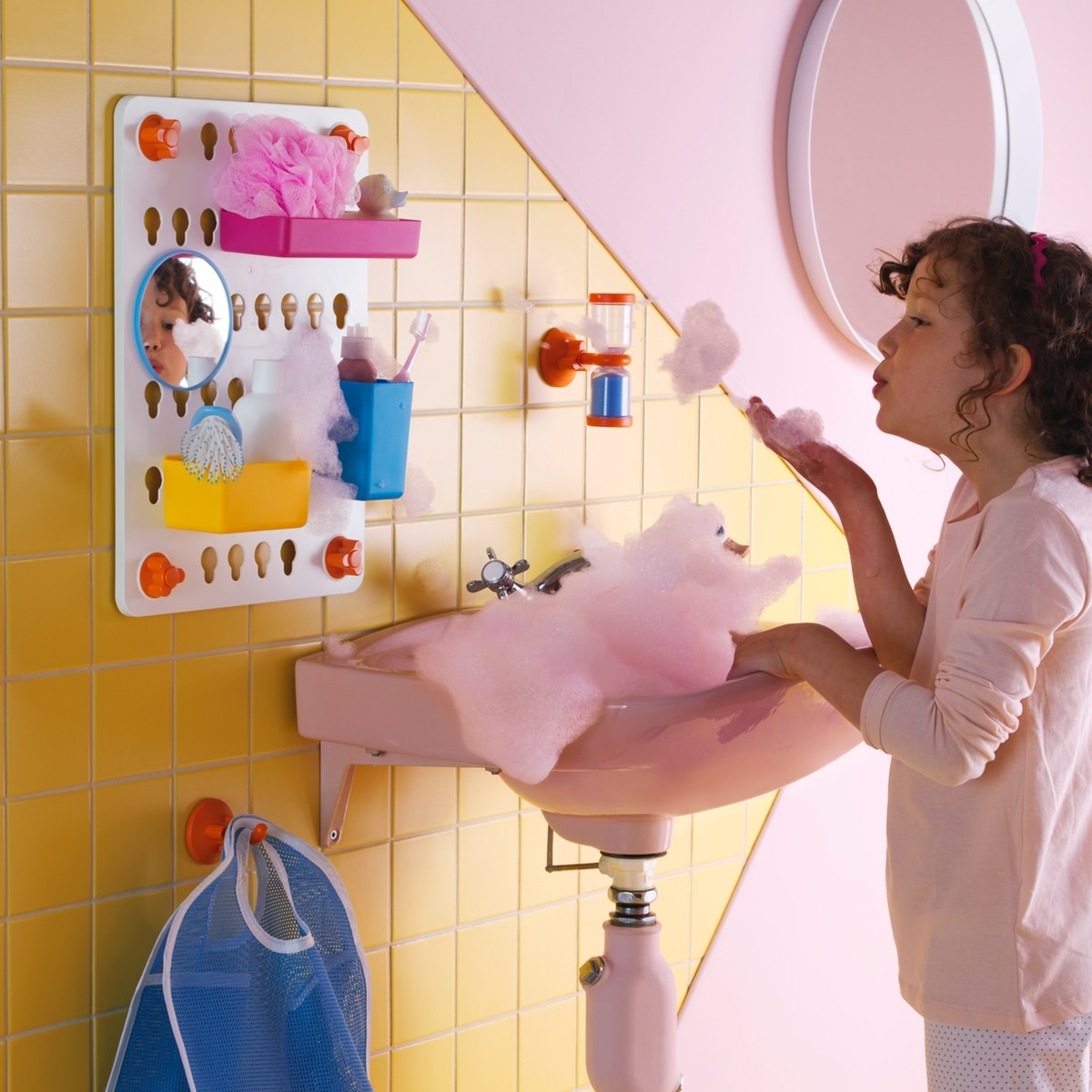 Ide kamar mandi unik ramah anak