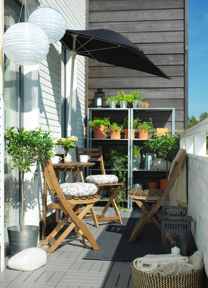 perabotan teras luar ruang