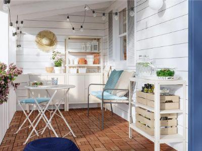 Ruang makan di luar ruang selama musim panas