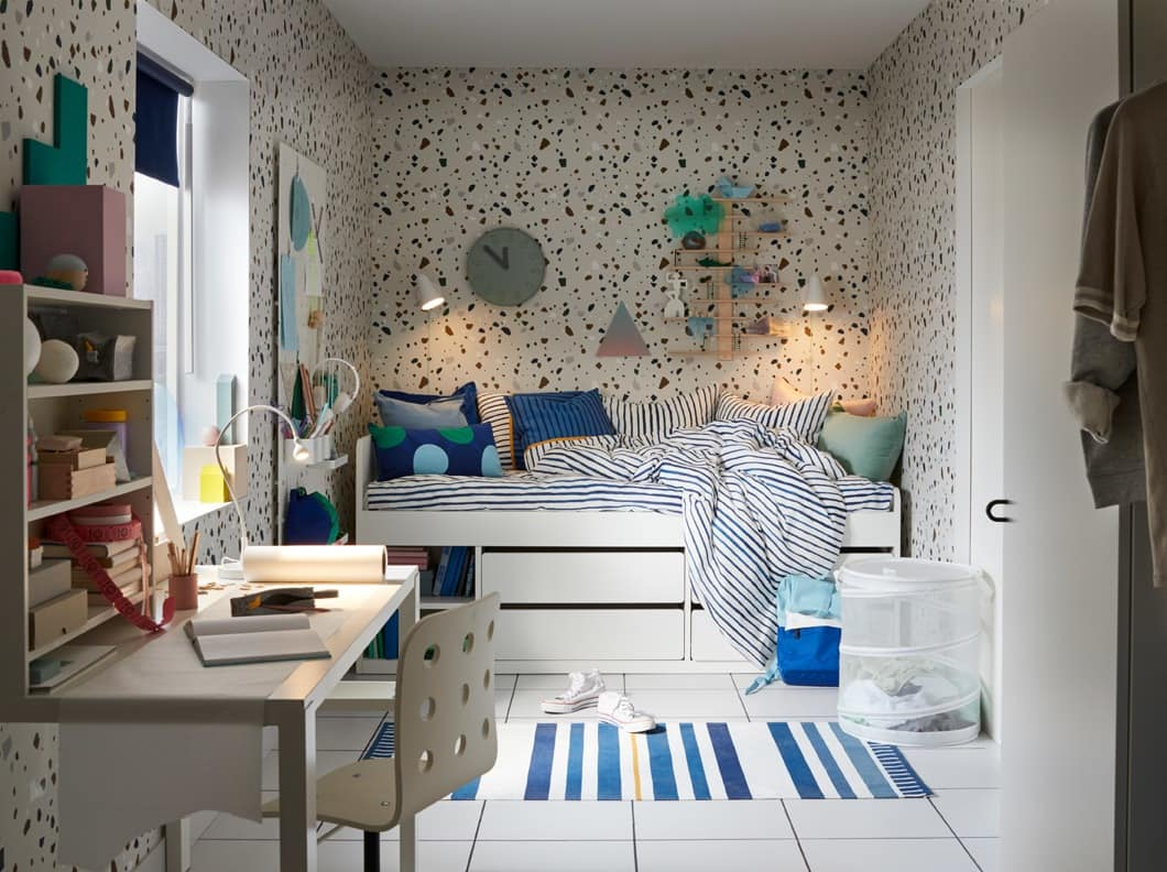 Keeping a cool blue tween bedroom