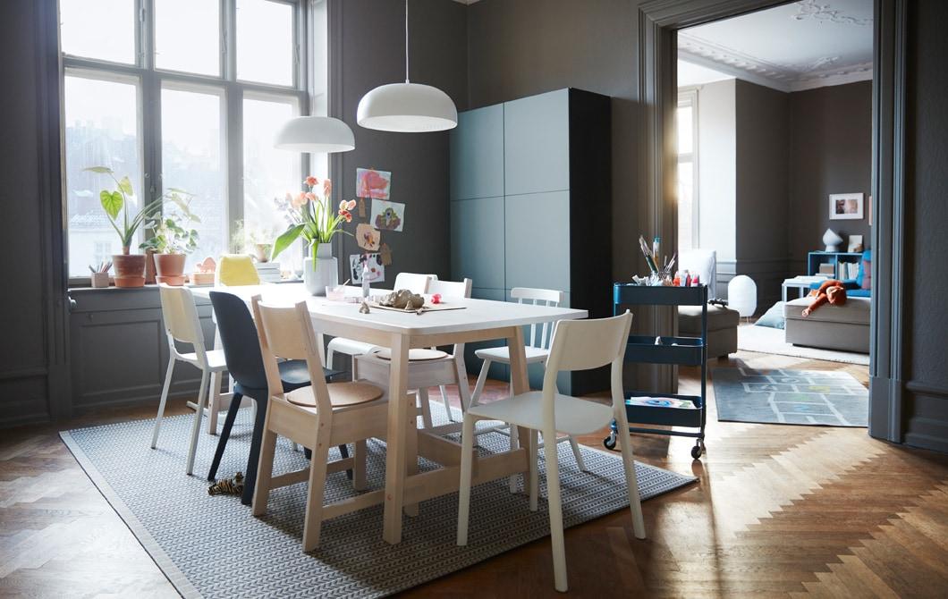 Ruang untuk keluarga yang nyaman yang berfungsi untuk semua orang