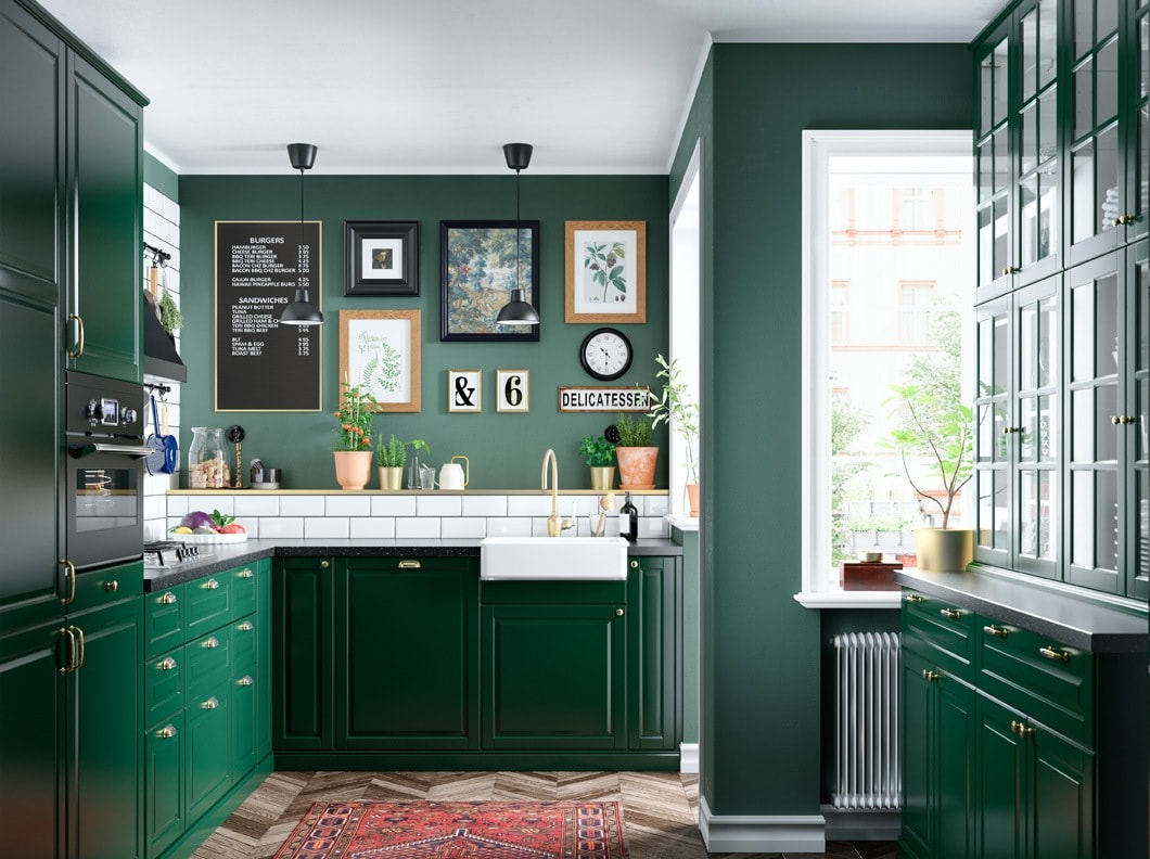 A green kitchen with a detoxing feel