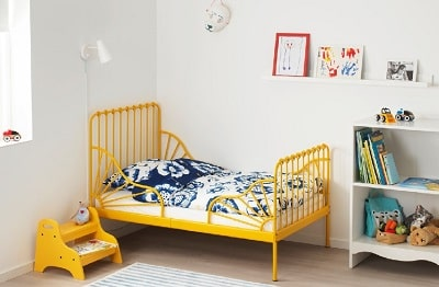 Extendable MINNEN bed frame that grows with your child