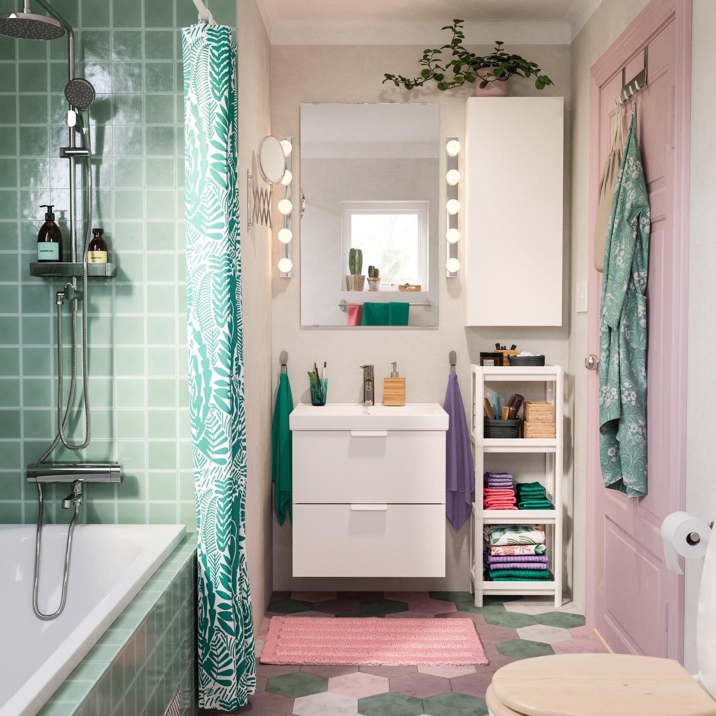 Sebuah kamar mandi yang terang dan penuh gelembung