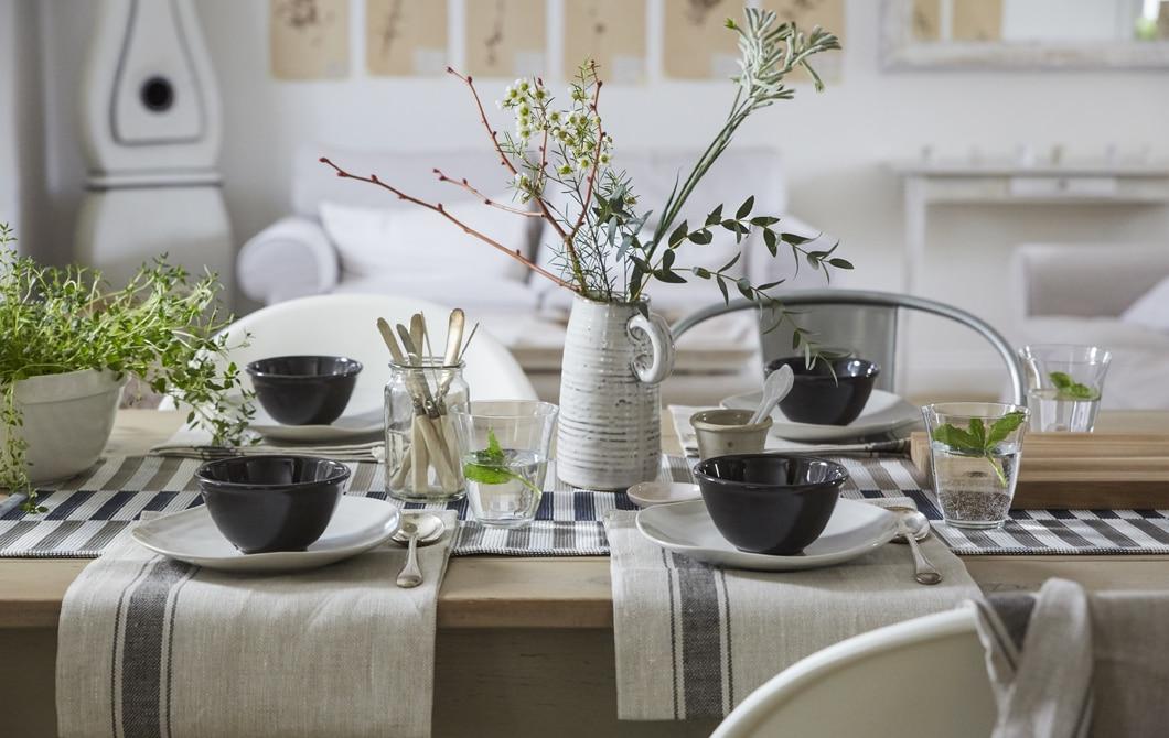 Kunjungan ke rumah: pengaturan meja sederhana namun indah