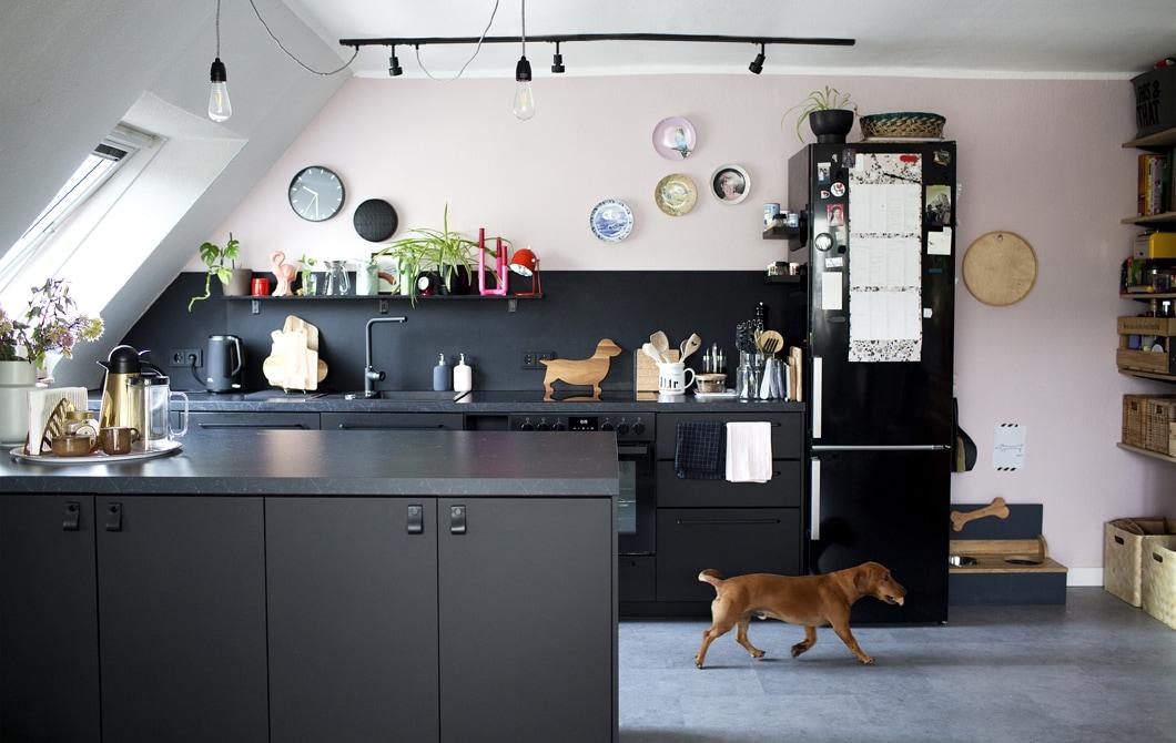Kunjungan ke rumah: interior minimalis yang berkarakter