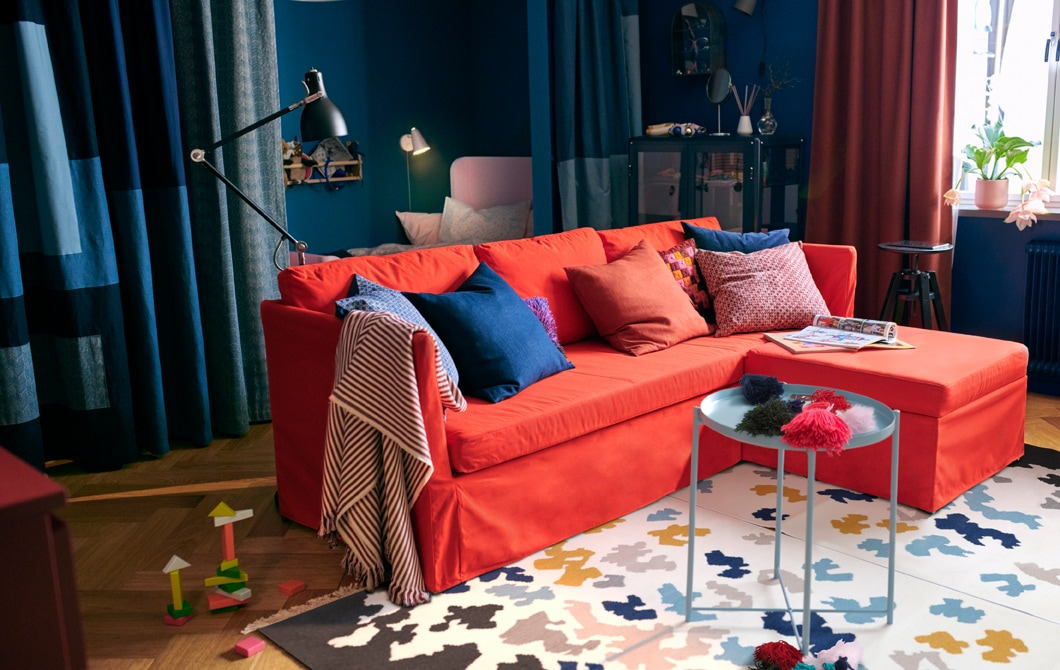 A colourful and cosy small space for two