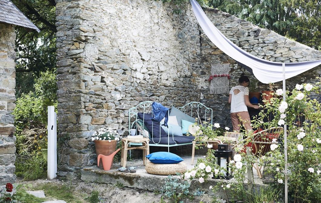 Home visit: throw a spontaneous garden party