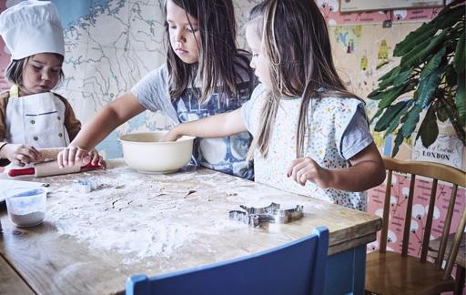 Home visit: easy gingerbread baking for kids