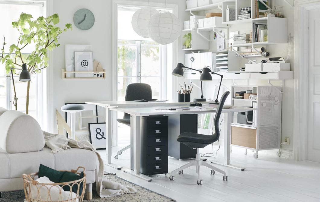 Sebuah ruang kerja yang fleksibel di ruang tamu