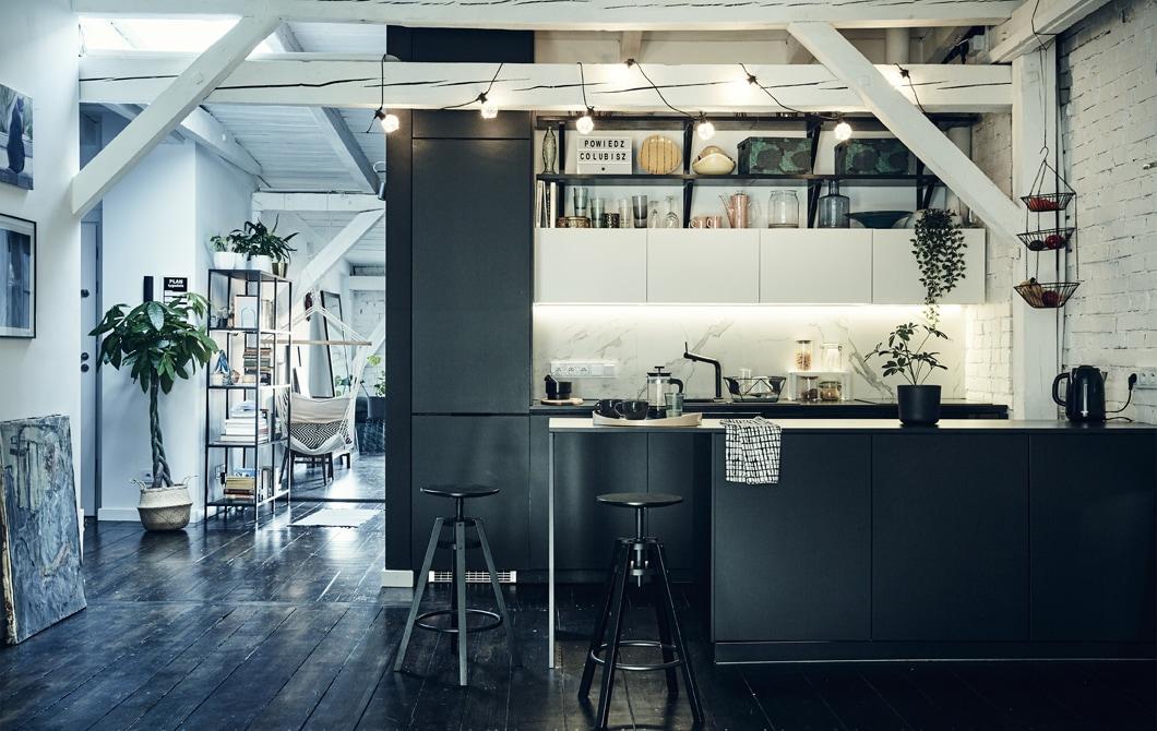 Kunjungan ke rumah: Menciptakan sebuah rumah loteng minimalis tapi modern