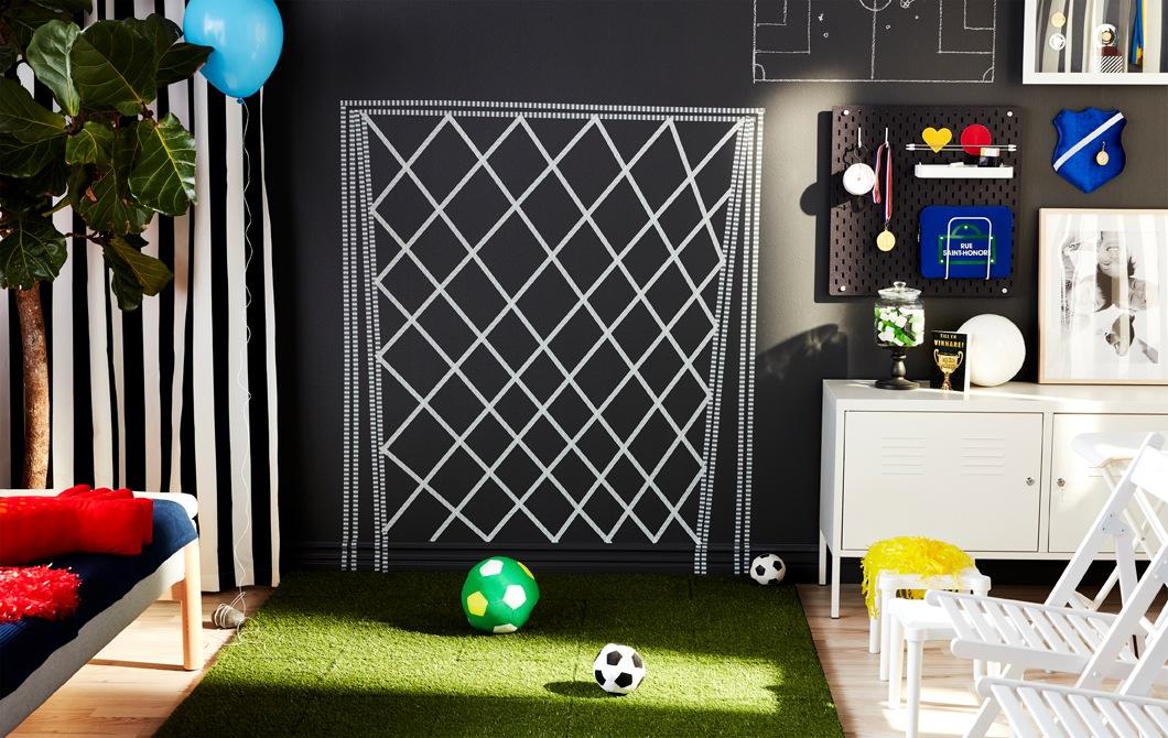 Pesta sepak bola keluarga di rumah