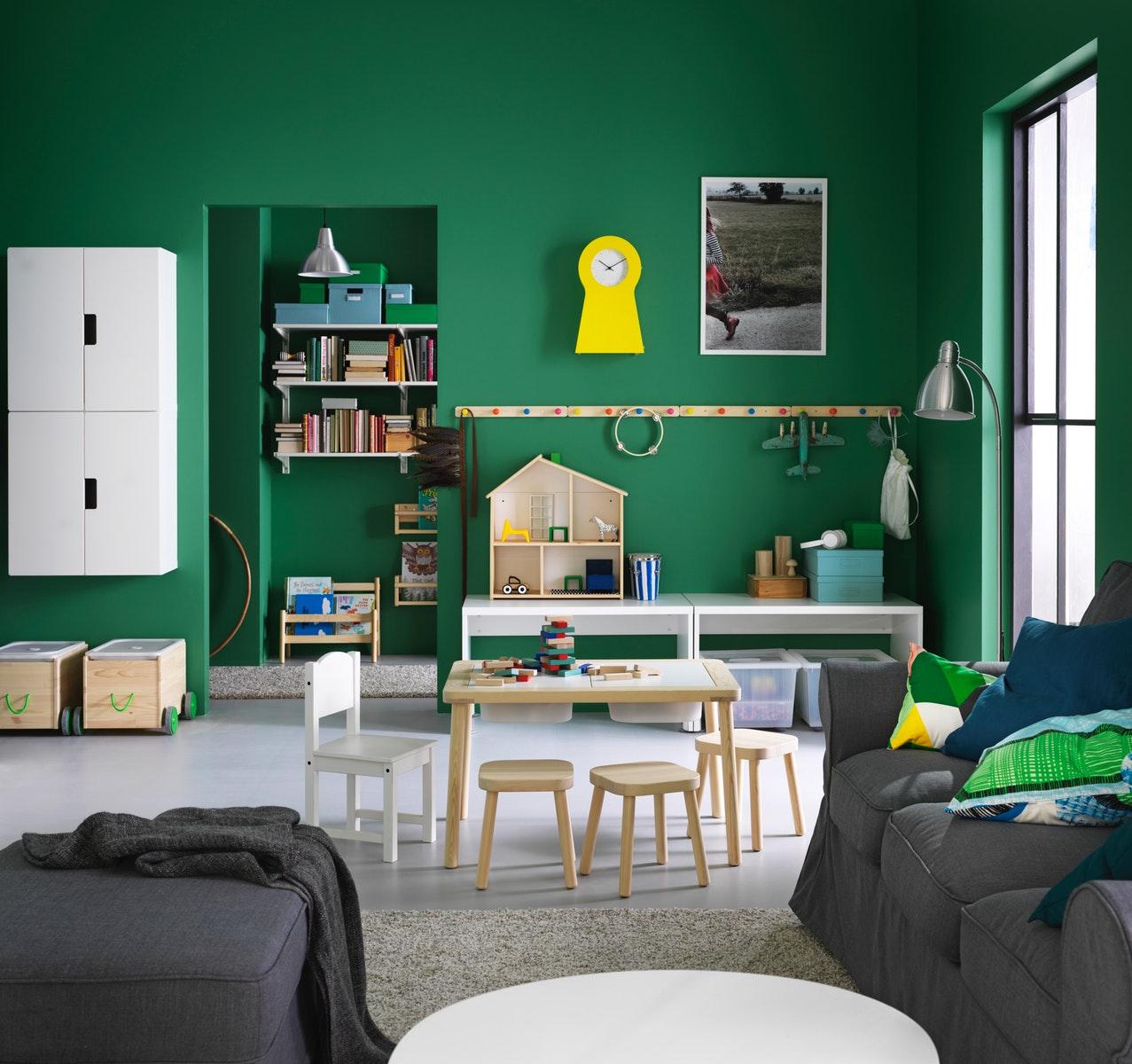 Ciptakan area bermain di ruang tamu