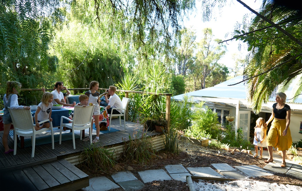 Home visit: create a relaxed  outdoor dining area