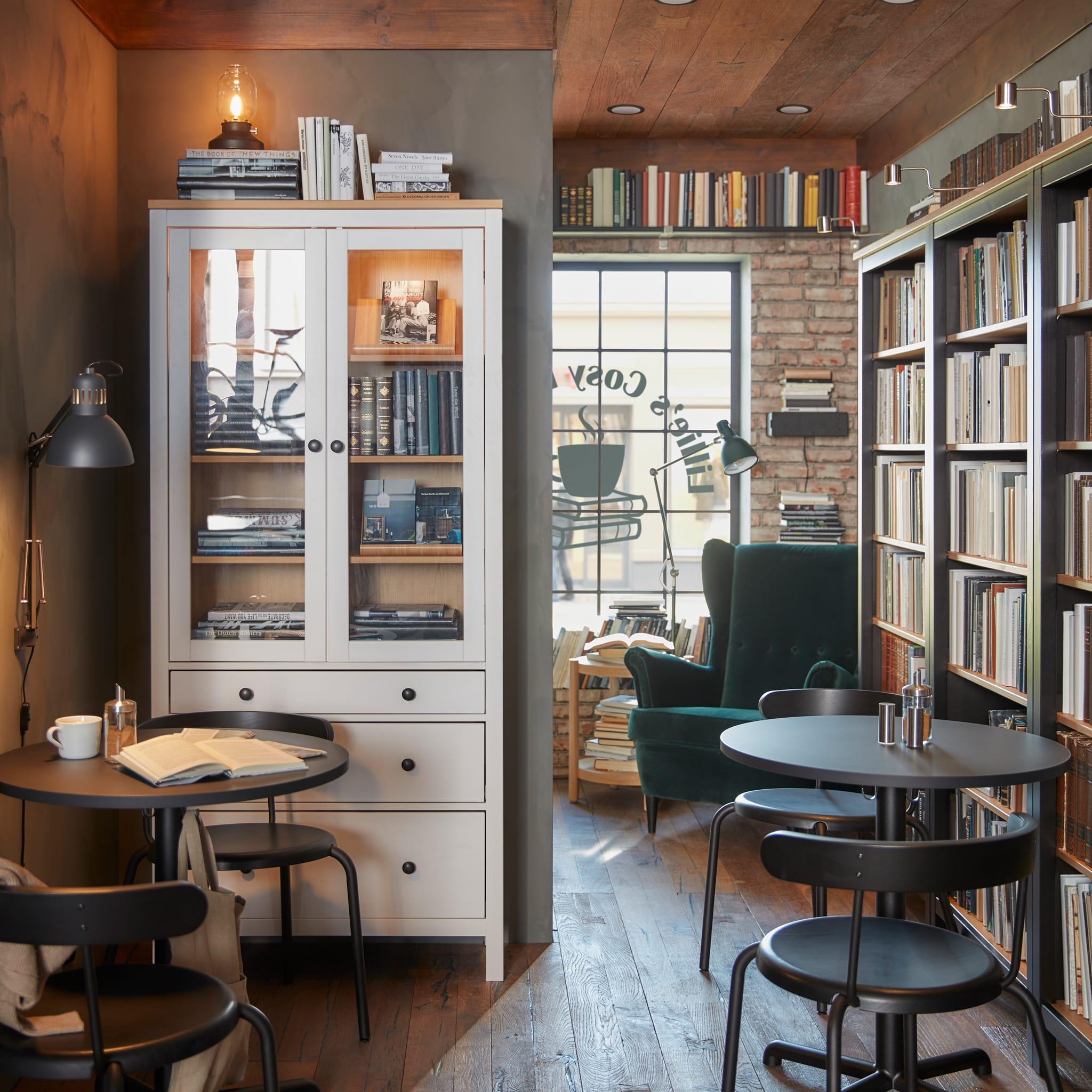 Kafe dengan toko buku