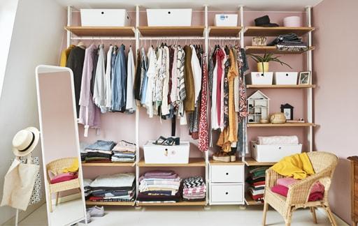 Kunjungan ke rumah: desain lemari pakaian terbuka yang teratur